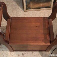 Antigüedades: BONITO MUEBLE AUXILIAR DE MADERA MACIZA, AÑOS 70. Lote 199746186