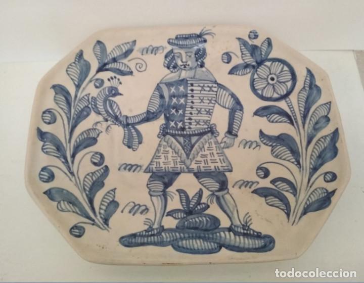 FUENTE VINTAGE OCHAVADA DE TALAVERA, LA MENORA, 33 X 27,5 CM (Antigüedades - Porcelanas y Cerámicas - Talavera)