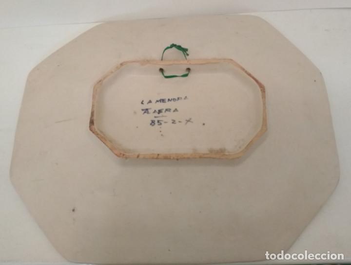 Antigüedades: FUENTE VINTAGE OCHAVADA DE TALAVERA, LA MENORA, 33 X 27,5 CM - Foto 2 - 199776672