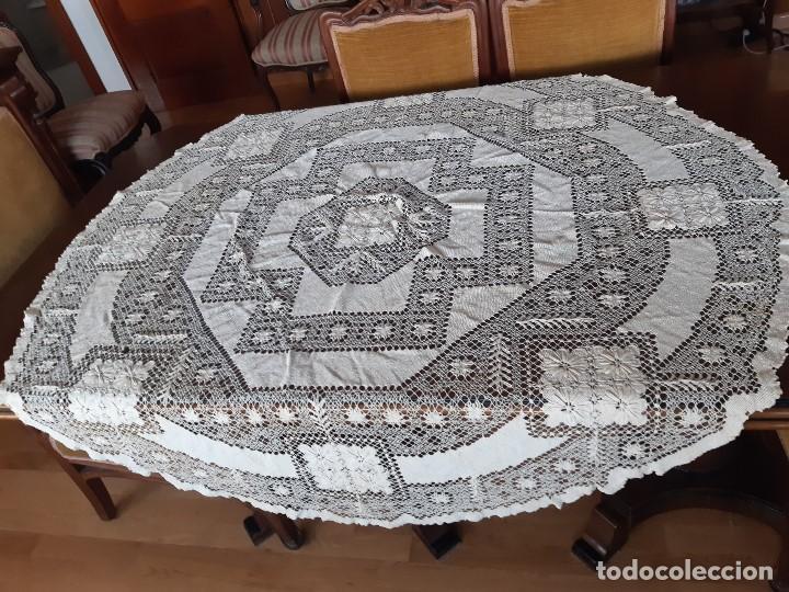 ANTIGUO MANTEL REDONDO DE HILO DE RED HECHO A MANO. (Antigüedades - Hogar y Decoración - Manteles Antiguos)
