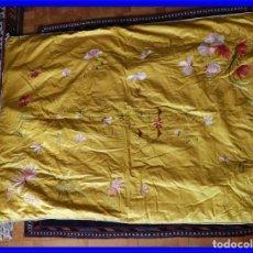 Antigüedades: COLCHA DE SEDA CUBRE CAMA CON PRECIOSOS BORDADOS. Lote 199822681