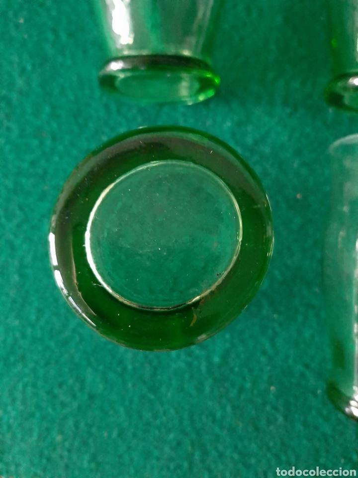 Antigüedades: LOTE DE 4 ANTIGUOS VASOS EN CRISTAL SOPLADO VERDE - Foto 4 - 199860188