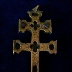 Antigüedades: ANTIGUA CRUZ DE CARAVACA. BRONCE. S.XVIII.. Lote 199881842