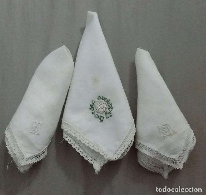 Antigüedades: LOTE DE 3 PAÑUELOS BORDADOS A MANO, ANTIGUOS - Foto 5 - 199902768