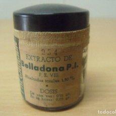 Antigüedades: FRASCO CRISTAL TAPON DE BAQUELITA EXTRACTO BELLADONA PRECINTADO. Lote 199914663