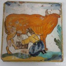 Antigüedades: AZULEJO, RAJOLA CATALANA - SERIE ARTES Y OFICIOS - PASTORA ORDEÑANDO VACA - ORIGINAL - S. XVIII. Lote 199944645