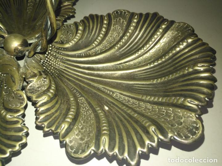 Antigüedades: CENTRO DE MESA TRIPLE Concha JOYERIA CON CON SELLOS GRAN TAMAÑO ALPACA METAL PLATEADO - Foto 2 - 199963851