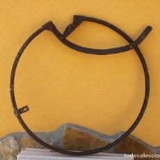 Antigüedades: AJUSTADOR DE DUELAS CENTENARIO O SARGENTO DE TONEL. Lote 200045486