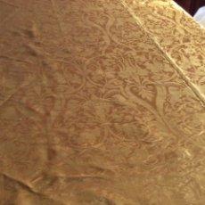 Antigüedades: CUBRE DAMASCO AMARILLO 2.50X2.50CM. Lote 200054807