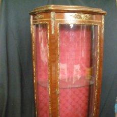 Antigüedades: VITRINA FRANCESA LUIS XV -. Lote 200098243