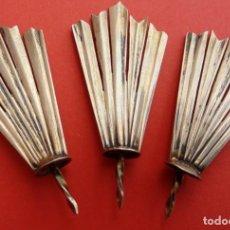 Antigüedades: JUEGO DE TRES POTENCIAS DE PLATA S. XIX. DIM.- 5.2X2.5 CMS. . Lote 200114205