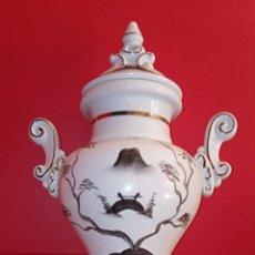 Antigüedades: JARRON TIBOR CHINO - COMPAÑIA DE INDIAS - SIGLO XIX - PORCELA BICOLOR DECORADA EN ORO Y PLATA. Lote 200140821
