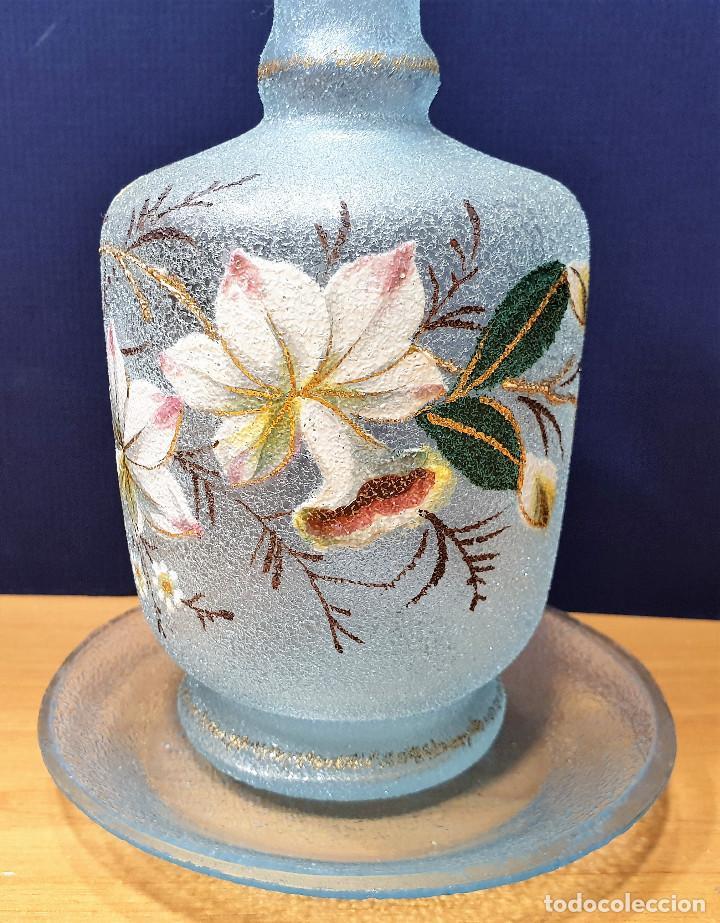 Antigüedades: Botella de noche de cristal esmaltado con platito. La Industria, fábrica de vidrios de Gijón. - Foto 3 - 200150208