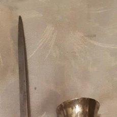 Antigüedades: MAKILA, BASTÓN DE MANDO VASCO, DE NISPERO, EMPUÑADURA Y PUNTA DE BRONCE PLATEADO (MODELO MUY RARO) . Lote 200163995