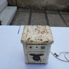 Antigüedades: COCINITA DE JUGUETE ANTIGUA ELECTRICA DE METAL.AÑOS 50-60 APROX. Lote 200165277