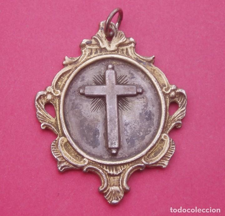 PRECIOSA MEDALLA SIGLO XVIII - XIX VIRGEN DOLOROSA Y SANTA CRUZ. PLATA. INDUMENTARIA TRADICIONAL. (Antigüedades - Religiosas - Medallas Antiguas)