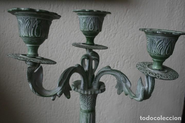 Antigüedades: ENORME CANDELABRO PORTAVELAS DE BRONCE MACIZO RELIEBES PATINA COLOR VERDE - ALTURA 47 CM PESO 2330 G - Foto 3 - 200168920