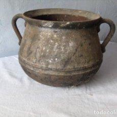 Antigüedades: ANTIGUA OLLA CATALANA DE HIERRO COLADO PARA CHEMINEA . Lote 200254488