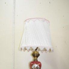 Antigüedades: LAMPARA ANTIGUA DE MESA PIE DE PORCELANA ESMALTADA. Lote 200262045