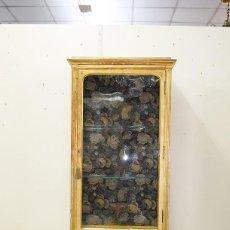 Antigüedades: VITRINA ANTIGUA PAN DE ORO ESTILO LUIS XVI. Lote 200262598