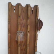 Antigüedades: ANTIGUO *CUELGA VASOS DE MADERA* PARA 20 VASOS. Lote 200297386
