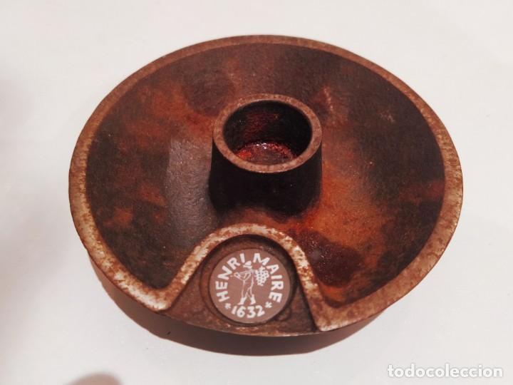 RARO PORTAVELAS MUY ANTIGUO SFESNIC HENRI MAIRE FRANCÉS1632 -DIMENSIONAL-10 / 3.5 CM -MATEIAL-FONTA (Antigüedades - Hogar y Decoración - Portavelas Antiguas)