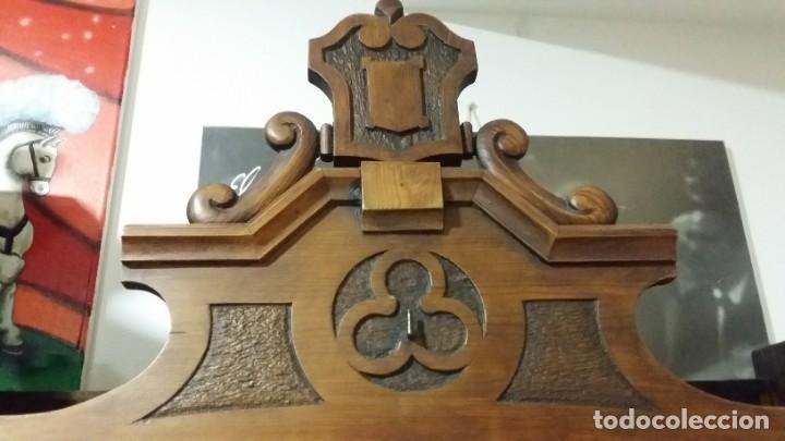 Antigüedades: Antigua y hermosa vitrina capilla hornacina con imágenes y tapiz - Foto 8 - 197210958
