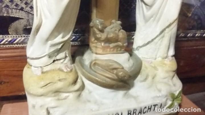 Antigüedades: Antigua y hermosa vitrina capilla hornacina con imágenes y tapiz - Foto 11 - 197210958