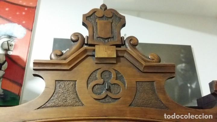 Antigüedades: Antigua y hermosa vitrina capilla hornacina con imágenes y tapiz - Foto 17 - 197210958