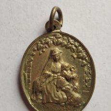 Antigüedades: MEDALLA RELIGIOSA ANTIGUA PASTORA DIVINA / 35 X 45 MM. Lote 200347116