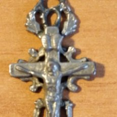 Antigüedades: MON 1490 - CRUCFIJO ANTIGUO DELICADOS DETALLES REALIZADO EN COSPEL DE ÉPOCA CONSERVA PÁTNA ANTI. Lote 200516545