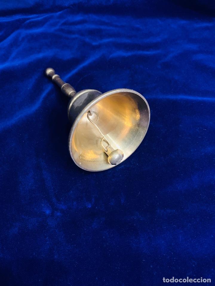 Antigüedades: Campana/ campanilla litúrgica de bronce años 50 - Foto 2 - 253746130