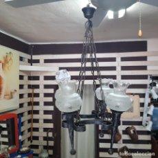 Antigüedades: RUSTICA LAMPARA DE TECHO EN HIERRO Y ESLABONES DE CUATRO BRAZOS. Lote 200540267