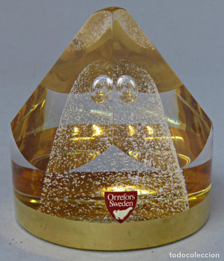 Antigüedades: Pisapapeles en vidrio prensado ámbar y base pintada en dorado Orrefors Sweden en su caja siglo XX - Foto 2 - 200544582