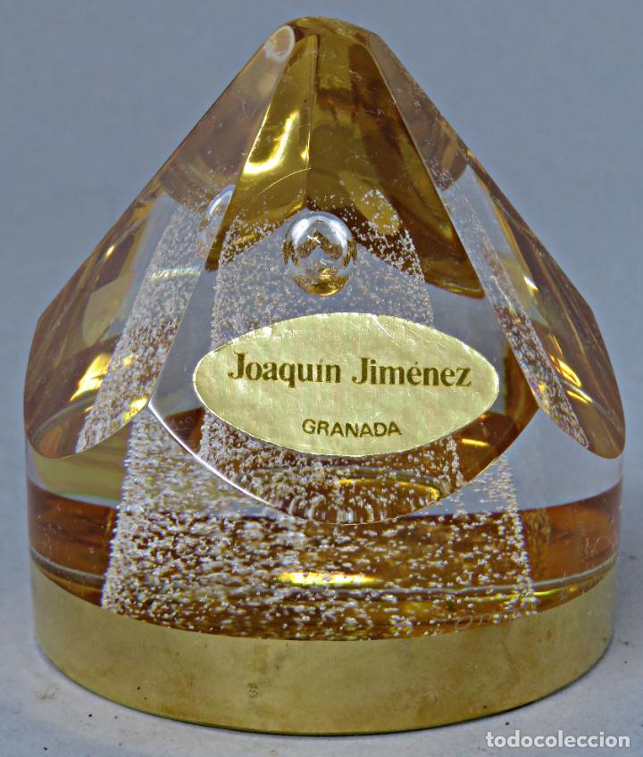 Antigüedades: Pisapapeles en vidrio prensado ámbar y base pintada en dorado Orrefors Sweden en su caja siglo XX - Foto 5 - 200544582