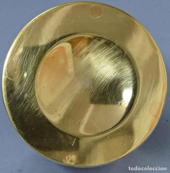 Antigüedades: Pisapapeles en vidrio prensado ámbar y base pintada en dorado Orrefors Sweden en su caja siglo XX - Foto 6 - 200544582