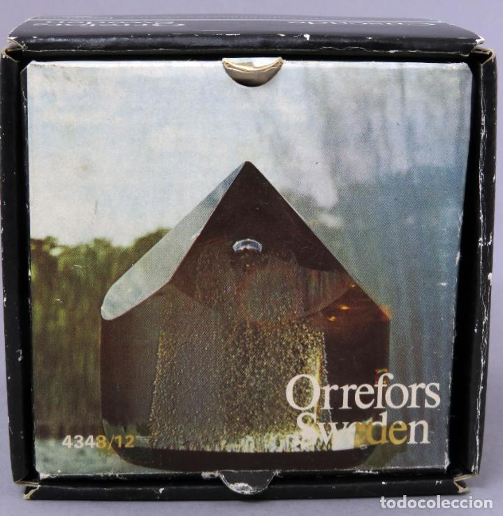 Antigüedades: Pisapapeles en vidrio prensado ámbar y base pintada en dorado Orrefors Sweden en su caja siglo XX - Foto 7 - 200544582