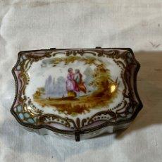 Antigüedades: CAJA EN PORCELANA DE LIMOGES. Lote 200551232