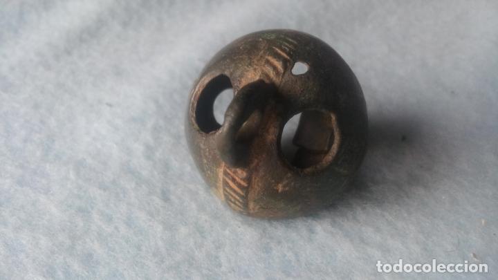 Antigüedades: ANTIGUO CASCABEL MEDIEVAL EN BRONCE - SIGLOS XVII-XVIII - DECORADO - COMPLETO CON SU BOLA - Foto 5 - 200562130