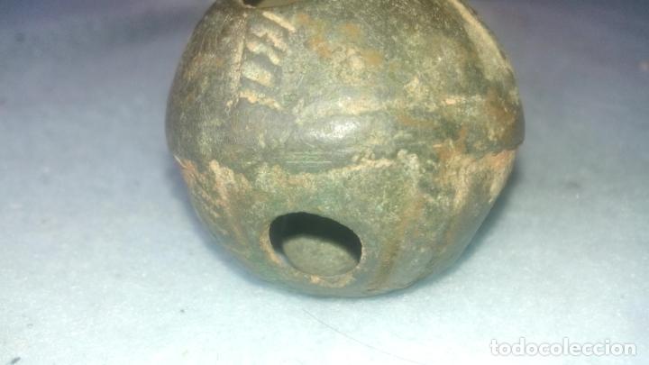 Antigüedades: ANTIGUO CASCABEL MEDIEVAL EN BRONCE - SIGLOS XVII-XVIII - DECORADO - COMPLETO CON SU BOLA - Foto 7 - 200562130