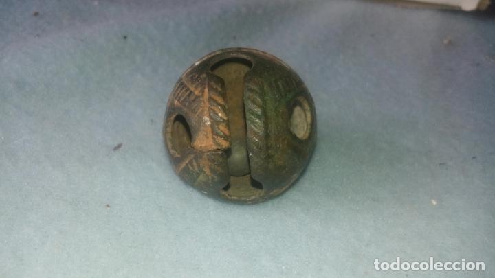 Antigüedades: ANTIGUO CASCABEL MEDIEVAL EN BRONCE - SIGLOS XVII-XVIII - DECORADO - COMPLETO CON SU BOLA - Foto 11 - 200562130