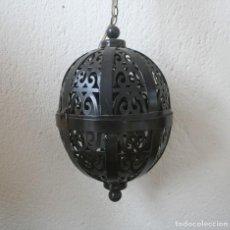 Antigüedades: LAMPARA DE TECHO FAROL DE METAL FORJA CON ORIFICIOS - ARTESANA MARROQUI MARRUECOS PERFECTO ESTADO. Lote 200576712
