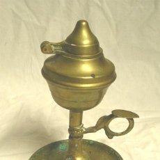 Antigüedades: LAMPARA DE ACEITE S XIX, BOMBETA, DE BRONCE. MED. 16 CM. Lote 200602478