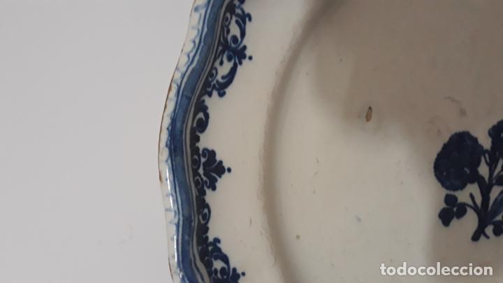 Antigüedades: plato en ceramica decoracion puntilla de berain,siglo xviii,alcora francia? - Foto 2 - 200608761