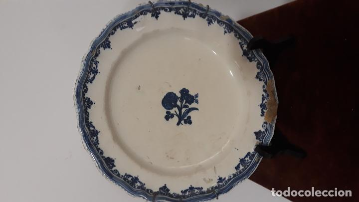 PLATO EN CERAMICA DECORACION PUNTILLA DE BERAIN,SIGLO XVIII,ALCORA FRANCIA? (Antigüedades - Porcelanas y Cerámicas - Alcora)