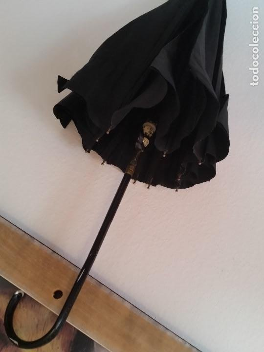 ANTIGUI PARGUAS O SOMBRERO ANOS 40,50 TECIDO TODO NEGRO ARMATURA EM METAL DORADO (Antigüedades - Moda - Sombreros Antiguos)