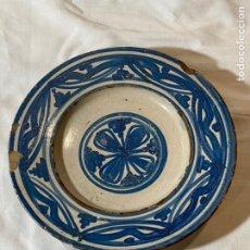 Antigüedades: PLATO EN CERÁMICA AZUL DE MUEL S.XVII. Lote 200653702