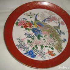 Antigüedades: PLATO PORCELANA SATSUMA DE JAPON, PAVOS REALES, 26CM. DIAMETRO. Lote 200735706