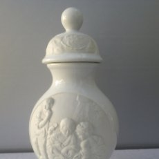 Antigüedades: ANTIGUO JARRÓN PORCELANA BISQUIT Y ESMALTADA CON TAPADERA. Lote 200745451