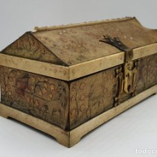 Antigüedades: COFRE JOYERO ANTIGUO EN MADERA, HUESO PIEL REPUJADA Y PINTADA CON MOTIVOS MEDIEVALES, PIEZA CURIOSA . Lote 200808300